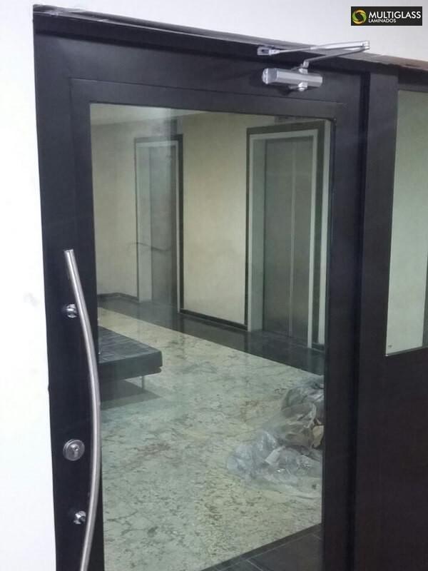 Porta de vidro blindada